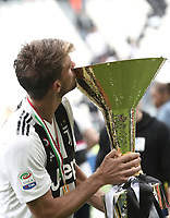 Calcio, Serie A: Juventus - Hellas Verona, Torino, Allianz Stadium, 19 maggio, 2018.<br /> Juventus' Daniele Rugani kisses the trophy during the victory ceremony following the Italian Serie A football match between Juventus and Hellas Verona at Torino's Allianz stadium, 19 May, 2018.<br /> Juventus won their 34th Serie A title (scudetto) and seventh in succession.<br /> UPDATE IMAGES PRESS/Isabella Bonotto