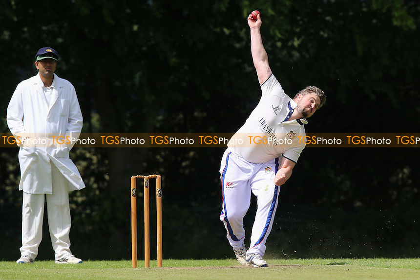 Hornchurch Athletic CC (fielding) vs Writtle CC, T Rippon Mid Essex Cricket League Cricket at Coronation Playing Field on 2nd July 2016