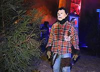 Werwölfe sind auf dem Gelände des Burggrabens in der Burg Frankenstein unterwegs - Mühltal 03.11.2018: Halloween auf der Burg Frankenstein