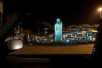 La statua dedicata a Giovanni paolo II a Roma così come è stata realizzata dallo scultore Oliviero Rainaldi prima di essere modificata.