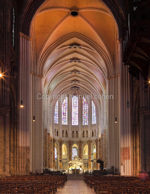 The 16m wide nave and the choir with its double ambulatory and 7 radiating chapels, spanning 4 bays seating 72 canons, with rib vaulted ceiling and stained glass windows, Chartres Cathedral, Eure-et-Loir, France. Chartres cathedral was built 1194-1250 and is a fine example of Gothic architecture. Most of its windows date from 1205-40 although a few earlier 12th century examples are also intact. It was declared a UNESCO World Heritage Site in 1979. Picture by Manuel Cohen