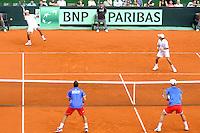 BUENOS AIRES, ARGENTINA, 15 SETEMBRO 2012 - COPA DAVIS -  ARGENTINA X REPUBLICA CHEGA - Os tenistas tchecos Tomas Berdych e Radek Stepanek (de azul) durante partida contra os argentinos Eduardo Schwank e Carlos Berlocq pela Copa Davis em Buenos Aires, na Argentina, neste sabado, 15. (FOTO: JUANI RONCORONI / BRAZIL PHOTO PRESS).
