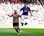 John Fleck of Sheffield Utd  gets in front of Jonny Williams of Sunderland during the Championship match at the Stadium of Light, Sunderland. Picture date 9th September 2017. Picture credit should read: Simon Bellis/Sportimage