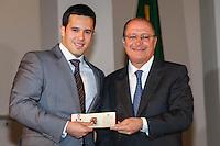SAO PAULO, 08 DE AGOSTO DE 2012. POSSE DE 200 NOVOS DELEGADOS.  o governador Geraldo Alckmin durante a cerimônia de posse de 200 novos delegados no Palacio dos Bandeirantes na manhã desta quarta feira. FOTO ADRIANA SPACA - BRAZIL PHOTO PRESS