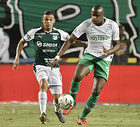 PALMIRA - COLOMBIA, 26-05-2019: Carlos Mario Rodriguez del Cali disputa el balón con Brandon Caicedo de Nacional durante partido entre Deportivo Cali y Atlético Nacional por la fecha 4, cuadrangulares semifinales, de la Liga Águila I 2019 jugado en el estadio Deportivo Cali de la ciudad de Palmira. / Carlos Mario Rodriguez of Cali vies for the ball with Brandon Caicedo of Nacional during match between Deportivo Cali and Atletico Nacional for the date 4, semifinal quadrangulars, as part Aguila League I 2019 played at Deportivo Cali stadium in Palmira city.  Photo: VizzorImage / Gabriel Aponte / Staff