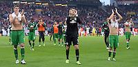 Fussball  1. Bundesliga  Saison 2013/2014  8. Spieltag VfB Stuttgart - SV Werder Bremen     05.10.2013 Schlussjubel SV Werder Bremen; Sebastian Proedl,  Torwart Sebastian Mielitz und Zlatko Junuzovic (v.li.), mit Dank an die Fans nach dem Spiel