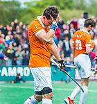 BLOEMENDAAL   - Hockey -  3e en beslissende  wedstrijd halve finale Play Offs heren. Bloemendaal-Amsterdam (0-3).  Teleurstelling bij Tim Swaen (Bldaal)   na de wedstrijd.  Amsterdam plaats zich voor de finale.  COPYRIGHT KOEN SUYK