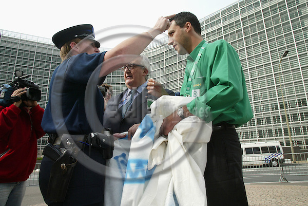 BRUSSELS - BELGIUM - 16 JUNE 2005 -- EU SUMMIT.-- 2 Italian MEPs Mario BORGHEZIO (Dark dress) and Matteo SALVINI (Green Shirt)made a small demonstration against the EURO in front of the European Council building during the summit without permission and was asked to leave the area by the police. PHOTO: ERIK LUNTANG / EUP-IMAGES..