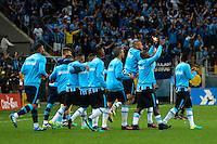 PORTO ALEGRE, RS, 02.11.2016 - GRÊMIO- CRUZEIRO - Jogadores do Grêmio comemoram a classificação, durante partida contra o Cruzeiro, válida pela semifinais da Copa do Brasil 2016, na Arena do Grêmio, nesta quarta-feira.(Foto: Rodrigo Ziebell/Brazil Photo Press)