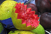 Alimentos. Frutas. Goiaba. Foto de Manuel Lourenço.