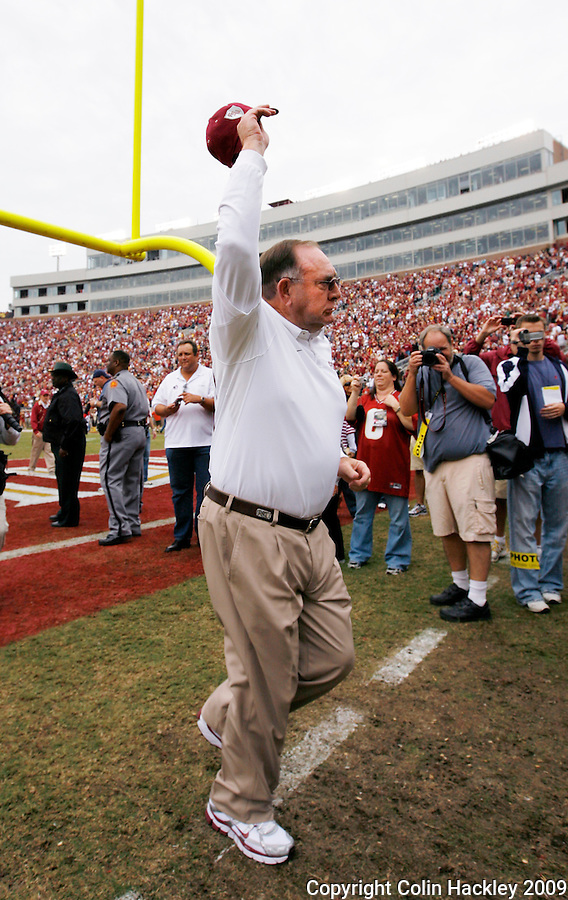 TALLAHASSEE, FL 11/21/09-FSU-MARY FB09 CH23-Florida State Defensive Coordinator Mickey Andrews waves  as he leaves a pre-game ceremony honoring his career at FSU, Saturday at Doak Campbell Stadium in Tallahassee. .COLIN HACKLEY PHOTO