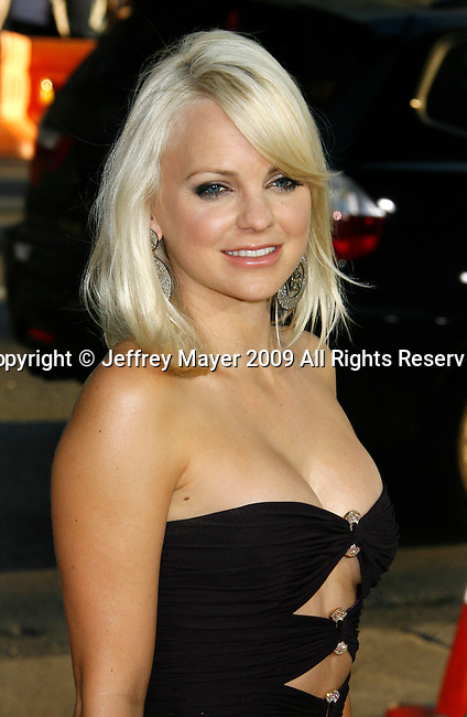 """HOLLYWOOD, CA. - April 06: Anna Faris arrives at the Los Angeles premiere of """"Observe and Report"""" at Grauman's Chinese Theater on April 6, 2009 in Hollywood, California."""