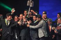 SAO PAULO, SP,  03 DEZEMBRO 2012 - PREMIACAO CRAQUE DO BRASILEIRO 2012 - Fred jogador do Fluminense ergue o trofeu de Campeao Brasileiro durante premiacao Craque do Brasileirao 2012 no HSBC Brasil na regiao sul da capital paulista na noite desta segunda-feira, 03. (FOTO: WILLIAM VOLCOV / BRAZIL PHOTO PRESS).