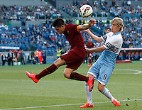 Calcio, Serie A: Lazio vs Roma. Roma, stadio Olimpico, 25 maggio 2015.<br /> Roma's Juan Iturbe, left, is challenged by Lazio's Dusan Basta during the Italian Serie A football match between Lazio and Roma at Rome's Olympic stadium, 25 May 2015.<br /> UPDATE IMAGES PRESS/Riccardo De Luca
