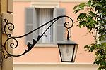 lake como italy, bellagio lake como italy, lake como italy bellagio summer, bellagio summer lake como italy, lamp and pink building bellagio italy
