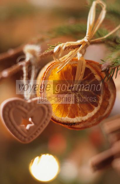 Europe/France/Alsace/68/Haut-Rhin/Ungersheim: Ecomusée d'Alsace - Détail de la décoration du sapin de Noël