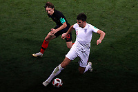 MOSCU - RUSIA, 11-07-2018: Luka MODRIC (Izq) jugador de Croacia disputa el balón con Harry MAGUIRE (Der) jugador de Inglaterra durante partido de Semifinales por la Copa Mundial de la FIFA Rusia 2018 jugado en el estadio Luzhnikí en Moscú, Rusia. / Luka MODRIC (L) player of Croatia fights the ball with Harry MAGUIRE (R) player of England during match of Semi-finals for the FIFA World Cup Russia 2018 played at Luzhniki Stadium in Moscow, Russia. Photo: VizzorImage / Julian Medina / Cont