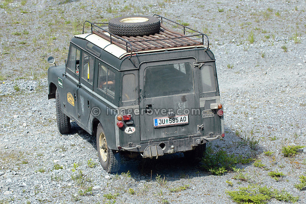 Austria, Boesenstein Offroad Classic, Hohentauern, Steiermark, 25-26.06.2005. Land Rover Series 2a 109 Station Wagon LWB, grenn with white roof. Reg: JU585AO. --- No releases available. Automotive trademarks are the property of the trademark holder, authorization may be needed for some uses.