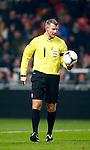 Nederland, Amsterdam, 8 december 2012.Eredivisie.Seizoen 2012-2013.Ajax-FC Groningen (2-0).Scheidsrechter Richard Liesveld heeft de bal in zijn hand