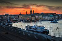 Skymning över Slussen och Gamla stan i Stockholm