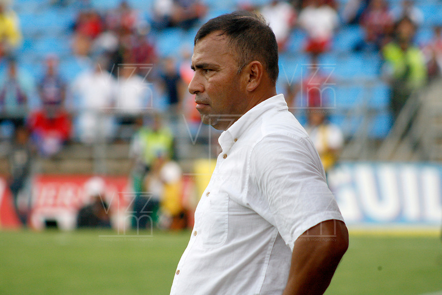 SANTA MARTA - COLOMBIA, 18-05-2019: Harlod Rivera técnico de Unión gesticula durante el partido por la fecha 3, cuadrangulares semifinales, de la Liga Águila I 2019 entre Unión Magdalena y América de Cali jugado en el estadio Sierra Nevada de la ciudad de Santa Marta. / Harold Rivera coach of Union gestures during match for the date 3 of the semifinal quadrangular as part Aguila League I 2019 between Union Magdalena and America de Cali played at Sierra Nevada stadium in Santa Marta city. Photo: VizzorImage / Gustavo Pacheco / Cont
