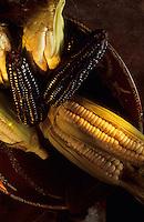 """Amérique/Amérique du Sud/Pérou/Lima : Restaurant """"El Senorio de Sulco"""" - Détail maïs jaune et violet"""