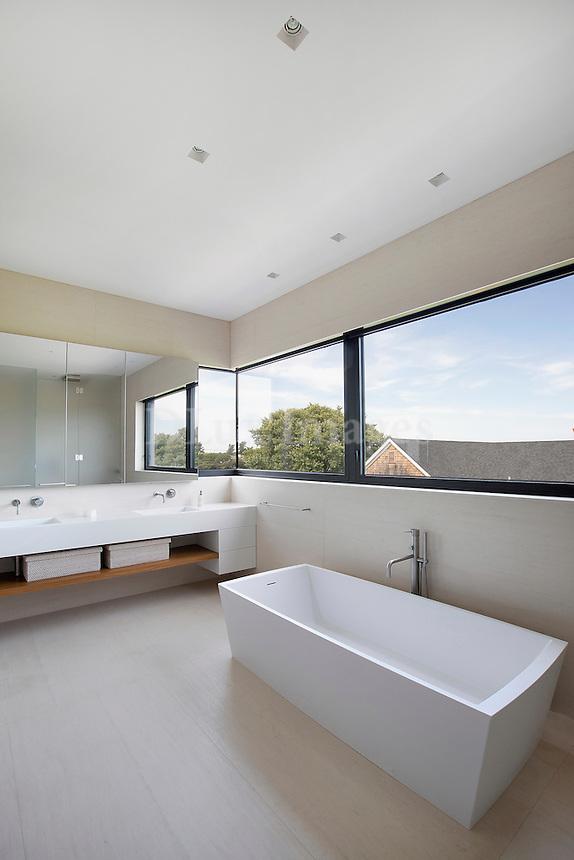 white corian bathtub