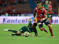 MEDELLIN - COLOMBIA -23 -07-2016: Leonardo Castro (Der.) jugador de Deportivo Independiente Medellin disputa el balon Walmer Pacheco (Izq.) jugador de La Equidad, durante partido por la fecha 5 entre Deportivo Independiente Medellin y La Equidad, de la Liga Aguila II 2016, en el estadio Atanasio Girardot de la ciudad de Medellin. / Leonardo Castro (R) player of Deportivo Independiente Medellin fights for the ball with Walmer Pacheco (L)  player of La Equidad, during a match for the date 5 between Deportivo Independiente Medellin and La Equidad of the Liga Aguila II 2016 at the Atanasio Girardot stadium in Medellin city. Photos: VizzorImage  / Leon Monsalve / Cont.