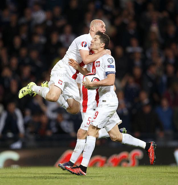 Robert Lewandowski celebrates with Michal Pazdan