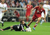 FUSSBALL   1. BUNDESLIGA  SAISON 2011/2012   7. Spieltag FC Bayern Muenchen - Bayer 04 Leverkusen          24.09.2011 Torwart Bernd Leno (li, Bayer 04 Leverkusen)  gegen Thomas Mueller (FC Bayern Muenchen)