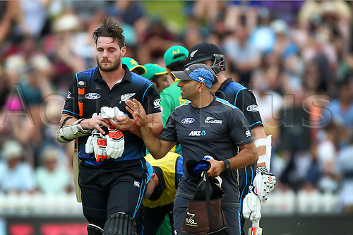 25.01.2016. Basin Reserve, Wellington, New Zealand. New Zealand versus Pakistan One Day International Cricket. Mitchell McClenaghan is forced from the field injured during the 1st ODI cricket match between the New Zealand Black Caps and Pakistan