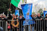ATENCAO EDITOR FOTO EMBARGADA PARA VEICUO INTERNACIONAL - BUENOS AIRES, ARGENTINA, 25 DE SETEMBRO 2012 - Durante a 39 º aniversário do assassinato de José Rucci, então secretário-geral da CGT (Confederação dos Sindicatos da Argentina), uma manifestação foi realizada em frente aos Tribunais Federais de Justiça ocorreu para exigir justiça. Rucci demanda da família do crime, um crime político, para ser considerado um crime contra a humanidade. FOTO: PATRICIO MURPHY - BRAZIL PHOTO PRESS.
