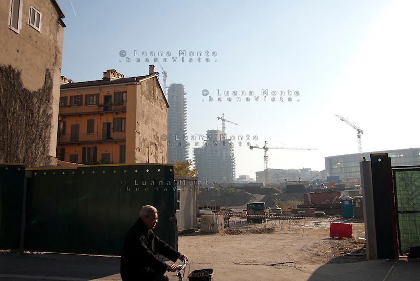 L'ingresso dei cantieri di Porta Nuova da via De Castillia. Milano, 20 novembre, 2012