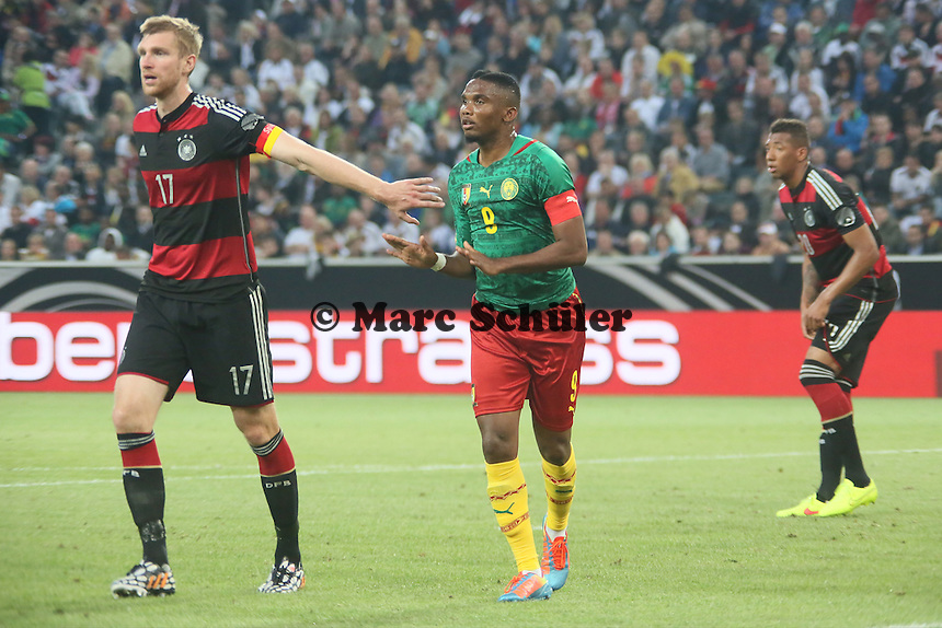 Per Mertesacker (D) gegen Samuel Eto'o (CAM) - Deutschland vs. Kamerun, Mönchengladbach