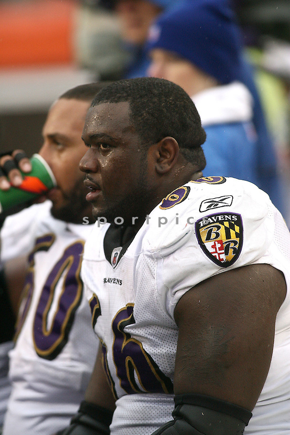 BEN GRUBBS, of the Baltimore Ravens, in action against the Cincinnati Bengals during the Ravens game in Oakland, California on November 30, 2008..Raven win 34-3