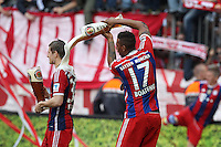 10.05.2014, Allianz Arena, Muenchen, GER, 1. FBL, FC Bayern Muenchen vs VfB Stuttgart, 34. Runde, im Bild l-r: Toni Kroos #39 (FC Bayern Muenchen) bekommt eine Bierdusche von Jerome Boateng #17 (FC Bayern Muenchen) // during the German Bundesliga 34th round match between FC Bayern Munich and VfB Stuttgart at the Allianz Arena in Muenchen, Germany on 2014/05/10. EXPA Pictures © 2014, PhotoCredit: EXPA/ Eibner-Pressefoto/ Kolbert<br /> <br /> *****ATTENTION - OUT of GER***** <br /> Football Calcio 2013/2014<br /> Bundesliga 2013/2014 Bayern Campione Festeggiamenti <br /> Foto Expa / Insidefoto