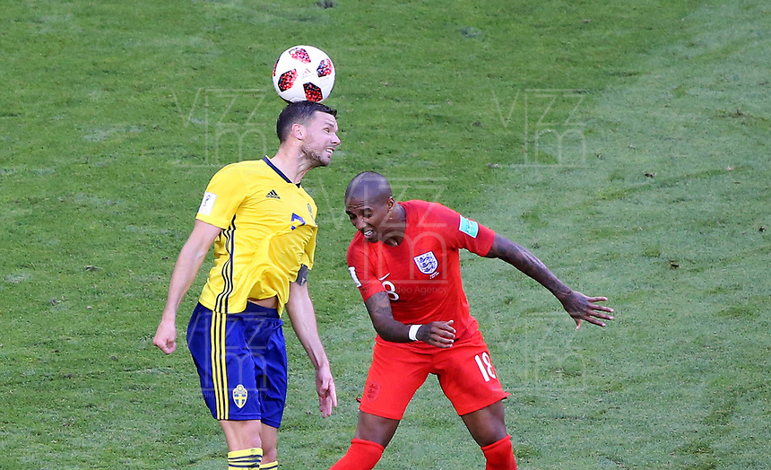 SAMARA - RUSIA, 07-07-2018: Marcus BERG (Izq) jugador de Suecia disputa el balón con Jordan HENDERSON (Der) jugador de Inglaterra durante partido de cuartos de final por la Copa Mundial de la FIFA Rusia 2018 jugado en el estadio Samara Arena en Samara, Rusia. / Marcus BERG (L) player of Sweden fights the ball with Jordan HENDERSON (R) player of England during match of quarter final for the FIFA World Cup Russia 2018 played at Samara Arena stadium in Samara, Russia. Photo: VizzorImage / Julian Medina / Cont