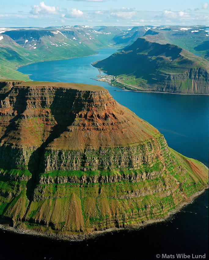 Göltur og Suðureyri séð til austurs, Súgandafjörður, Suðureyrarhreppur / Goltur mountain viewing east into Sugandafjordur and the village Sudureyri. Sudureyrarhreppur.