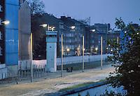 - the Berlin Wall, watchtower of DDR border police ( Volkspolizei )....- il Muro di Berlino, torre di guardia della polizia di frontiera della DDR ( Volkspolizei )