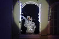 """CURITIBA, PR,27.11.2015 - CORAL-NATAL - Apresentação do espetáculo do Coral de Natal do Palácio Avenida na noite desta sexta-feira (27), no calçadão da rua XV de novembro, centro de Curitiba (PR). A edição deste ano traz o tema O Natal dos Natais – 25 anos de histórias para cantar"""" que reúne cerca de 130 crianças e jovens entre 7 e 16 anos. (Foto: Paulo Lisboa / Brazil Photo Press)"""