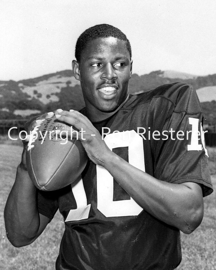 Oakland Raiders Eldriddge Dickey...(1969 photo/Ron Riesterer)