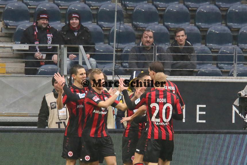 Johannes Flum (Frankfurt) erzielt das 1:0 gegen Daniel Davari (Braunschweig) und jubelt- Eintracht Frankfurt vs. Eintracht Braunschweig, Commerzbank Arena