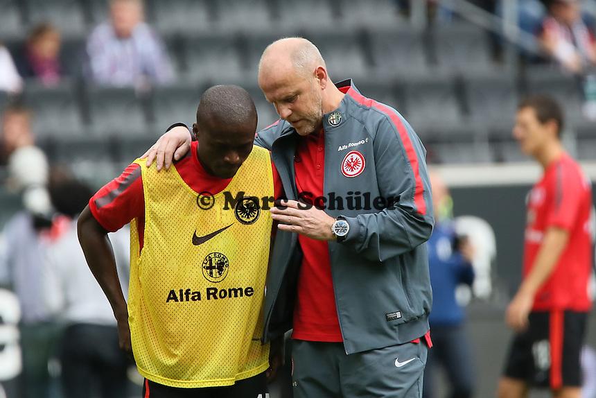 Trainer Thomas Schaaf (Eintracht) mit Constant Djaka - Eintracht Frankfurt vs. FC Augsburg, Commerzbank Arena