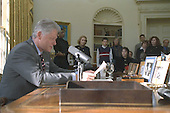 United States President Bill Clinton delivers his weekly Radio Address to the Nation from the Oval Office of the White House in Washington, D.C. announcing guidelines on the role of Religon in Public Schools on December 18, 1999..Mandatory Credit:  Sharon Farmer / White House via CNP