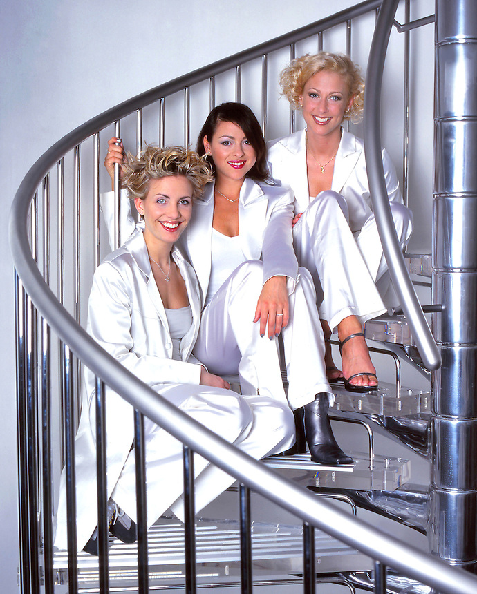 CLAIRE RICHARDS, FAYE TOZER AND LISA SCOTT-LEE  OF STEPS. JAYNE RUSSELL PIC. 1998