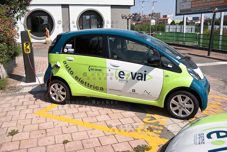 """Milano, postazione car sharing """"e-vai"""" alla stazione ferroviaria del quartiere Bovisa, periferia nord --- Milan, """"e vai"""" car sharing at the railway station in Bovisa district, north periphery"""