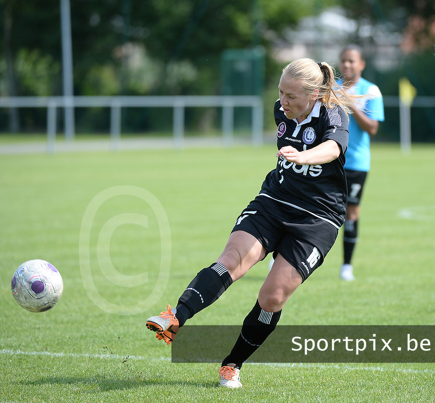 20150801 - WESTKAPELLE , BELGIUM : Gent's Celine Viaene pictured during a friendly soccer match with the women team of AA Gent Ladies , during the preparation for the 2015-2016 SUPERLEAGUE season, Saturday 1 August 2015 . PHOTO DAVID CATRY