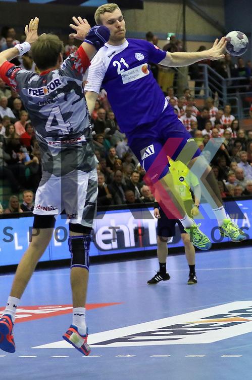 Kolding, 22.02.15, Sport, Handball, EHF Champions League, Grunppenspiel, KIF Kolding Kobenhavn - Alingsas HK : Torsten Laen (KIF Kolding Kobenhavn, #4), Johan Nilsson (Alingsas HK, #21)<br /> <br /> Foto &copy; P-I-X.org *** Foto ist honorarpflichtig! *** Auf Anfrage in hoeherer Qualitaet/Aufloesung. Belegexemplar erbeten. Veroeffentlichung ausschliesslich fuer journalistisch-publizistische Zwecke. For editorial use only.