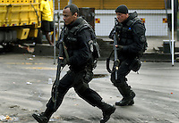 Policemen run during a attack to trafficker at Vila Cruzeiro slum, Rio de Janeiro, Brazil, November 25, 2010. Authorities in Rio de Janeiro try to control a fourth day of violence apparently orchestrated by drug gang members who have attacked police stations and burned cars in Rio de Janeiro city as protest by traffickers after being forced from their turf by police occupations of more than a dozen slums in the past two years..(Austral Foto/Renzo Gostoli)