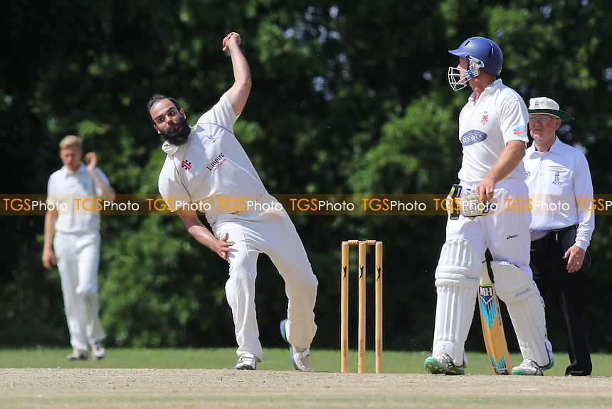 Shenfield CC (fielding) vs Hornchurch CC - Essex Cricket League at Chelmsford Road - 11/07/15 - MANDATORY CREDIT: Gavin Ellis/TGSPHOTO - Self billing applies where appropriate - 0845 094 6026 - contact@tgsphoto.co.uk - NO UNPAID USE